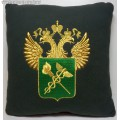 Подушка с вышитой эмблемой Федеральной таможенной службы России